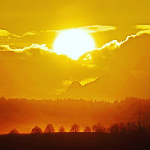 Sonnenaufgang zwischen Säuling und Kreuzkopf.