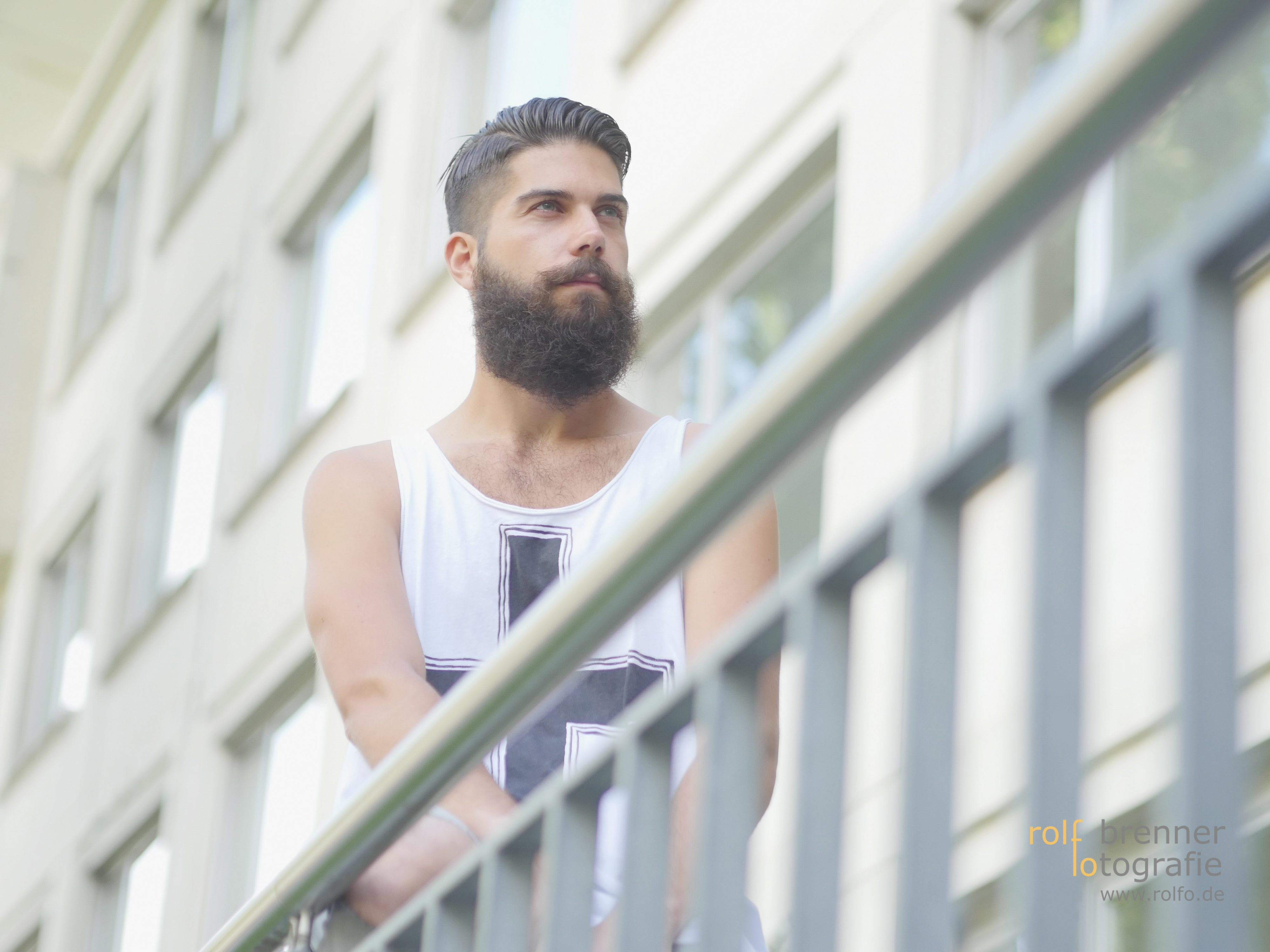Junger Mann mit Bart