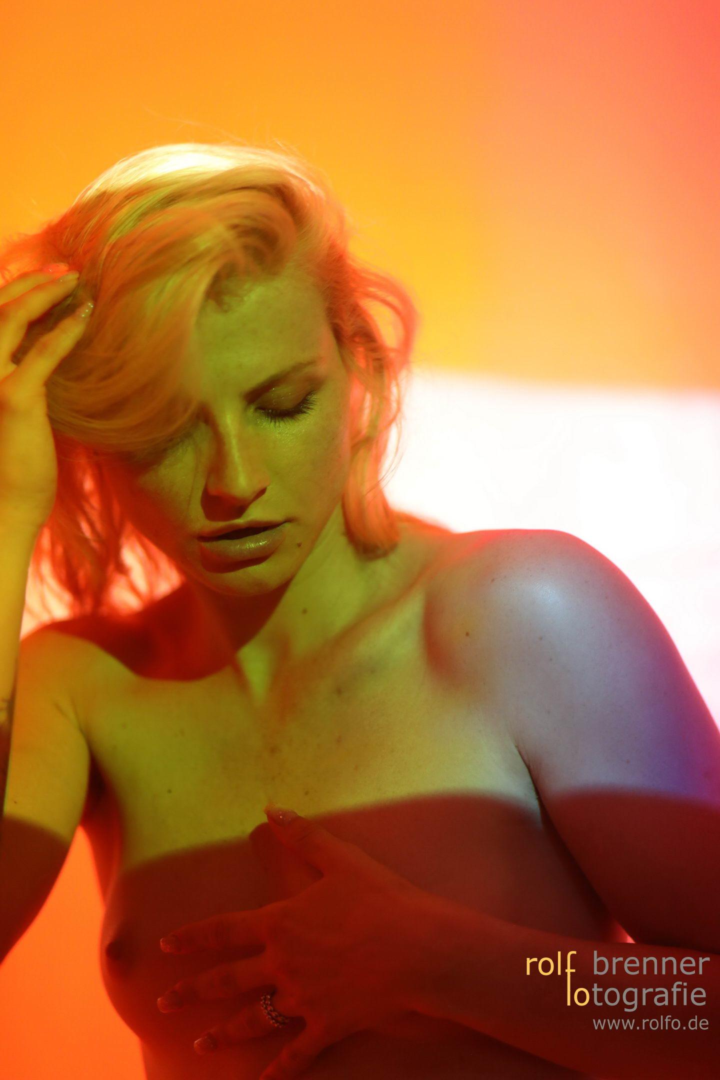 Akt Portraits unter farbigem Licht
