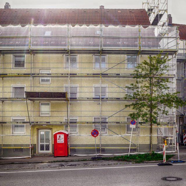 Rote Toilette in der Immenstädter Straße.