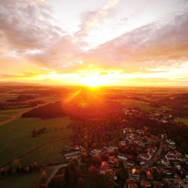 Sonnenuntergang über Neutrauchburg.