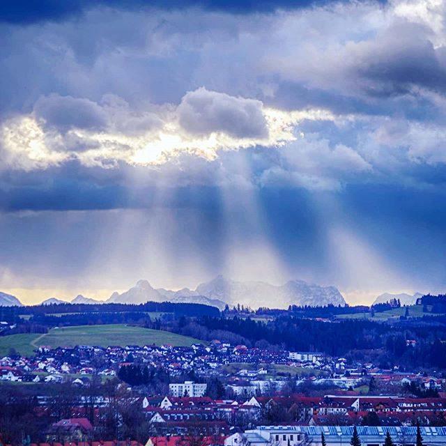 Dramatischer Himmel über der Zugspitze.