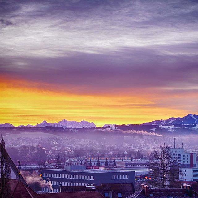 Sonnenaufgang über der Hochschule Kempten.