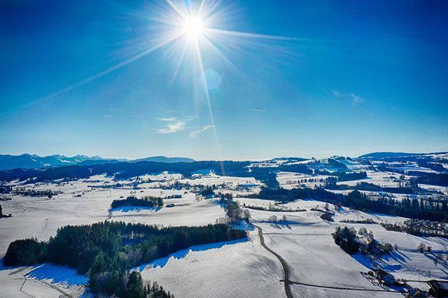 Verschneite Allgäuer Landschaft bei Kempten.