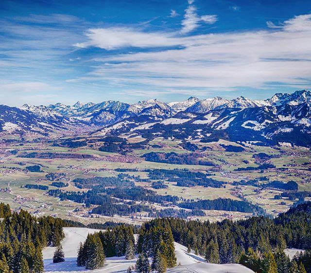 Blick vom Rangiswanger Horn auf die Alpen.