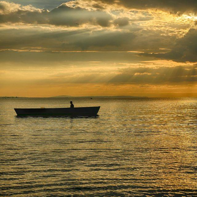 Fischerboot im Bodensee bei Bregenz. - sonnenuntergang, romantik, fischerboot, fischer, Bregenz, boot, bodensee