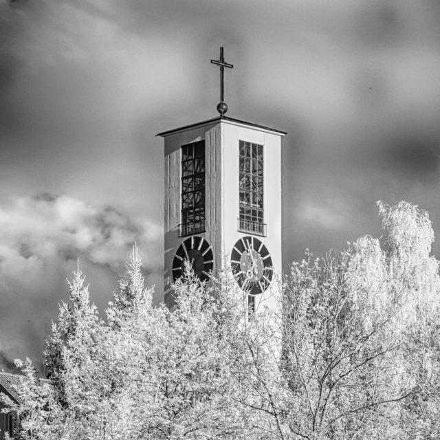 Turm der Kirche Mariä Himmelfahrt.