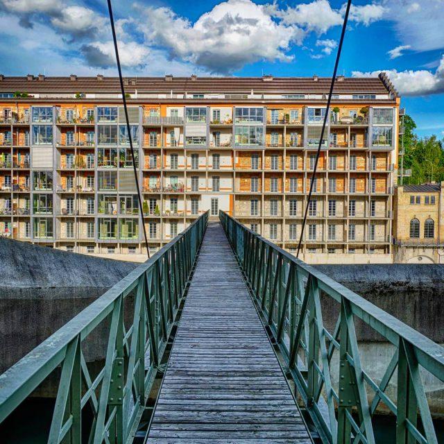 Fußgängerbrücke über die Iller bei der Alten Spinnerei. - kempten, Brücke, altespinnerei, spinnerei, alte, fußgängerbrücke, farbe