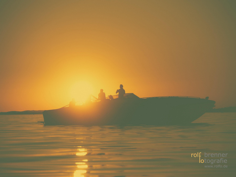 Den Sonnenuntergang auf einem Boot im Bodensee genießen