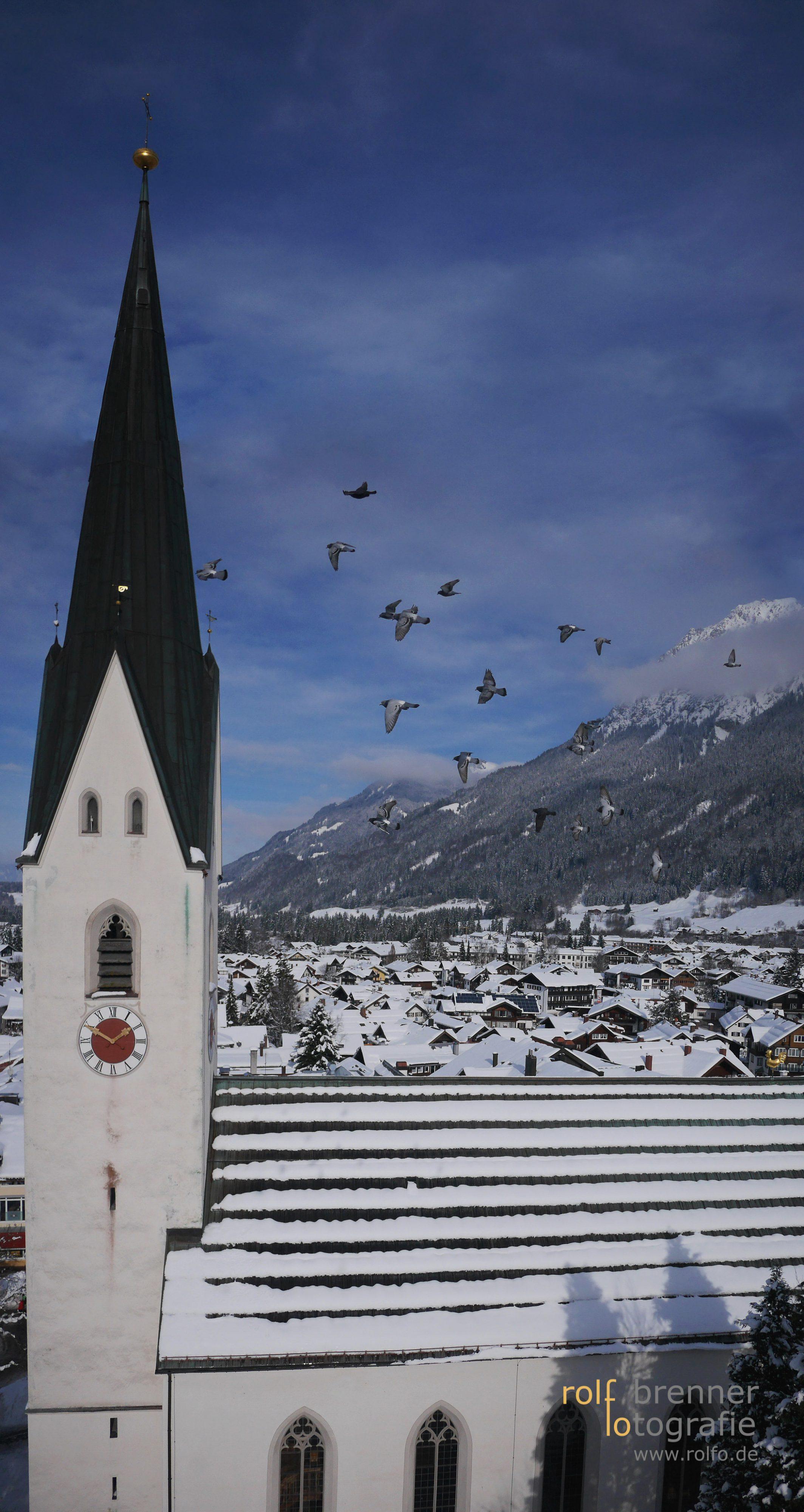 Blick über das verschneite Obersdorf